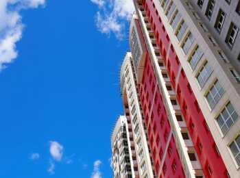 Яркое цветовое решение внешних фасадов